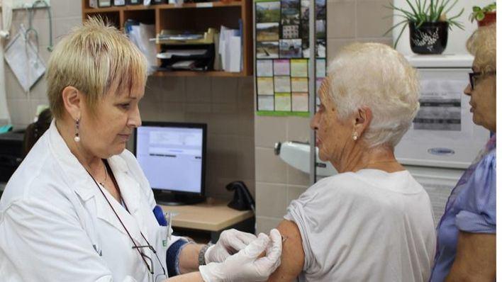 Solo Andalucía comenzará a vacunar contra la gripe más tarde que Baleares