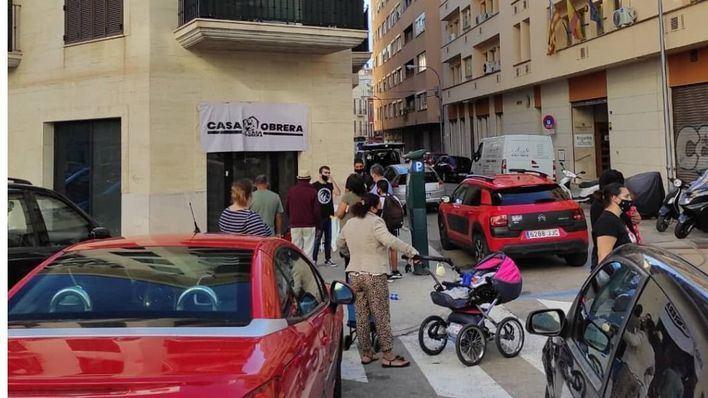 Activistas ocupan un antiguo banco en Palma para acoger a víctimas de desahucios