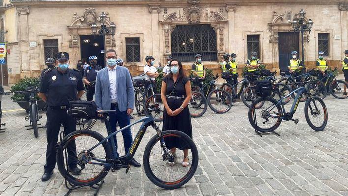 La Policía Local de Palma estrena 15 bicicletas eléctricas