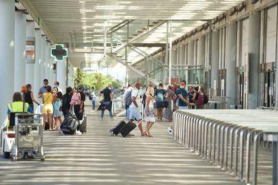 Los aeropuertos de Baleares operan 1.375 vuelos durante el puente del Pilar
