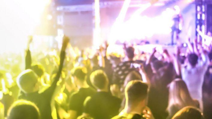 Un detenido y 30 denuncias por montar una fiesta con bar y DJ en pleno bosque de Sant Josep