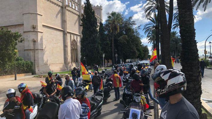 Centenares de asistentes a la marcha motorizada por la unidad de España en Palma