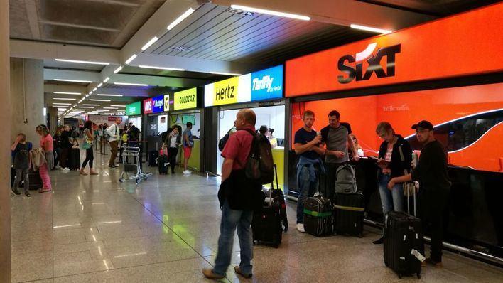 La falta de turistas extranjeros ahoga al sector de alquiler de coches