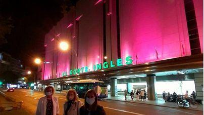El Corte Inglés de Avenidas viste de rosa su fachada por el Día contra el Cáncer de Mama