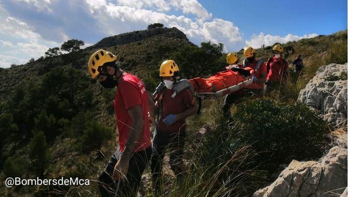 Los Bomberos de Mallorca rescatan a una senderista en Alcúdia