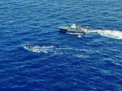 Localizan una tercera patera con 13 migrantes más en aguas de Cabrera