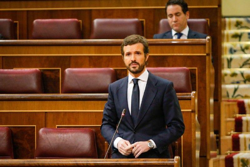Tensión en el PP al no desvelar Casado su voto en la moción de censura de Vox
