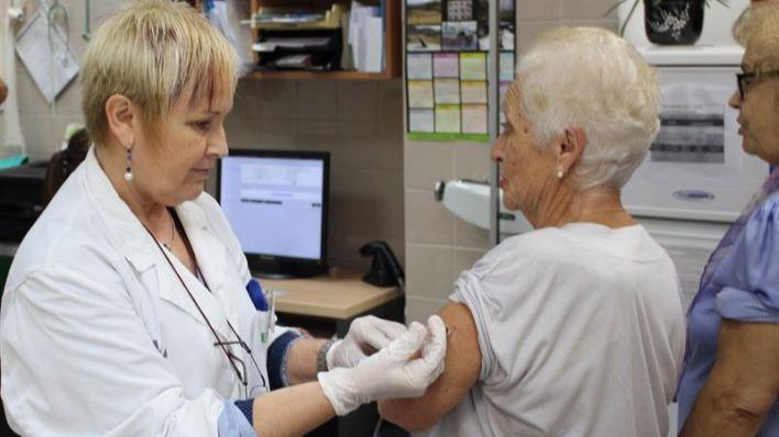 Salut espera que un tercio de la población balear se vacune contra la gripe