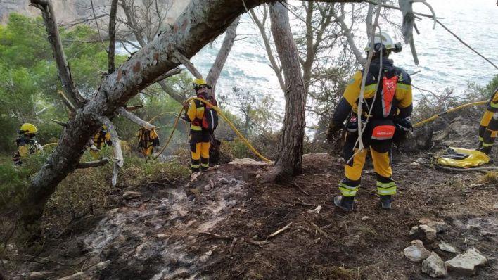 Pequeño incendio en Es Caló d'es Moro