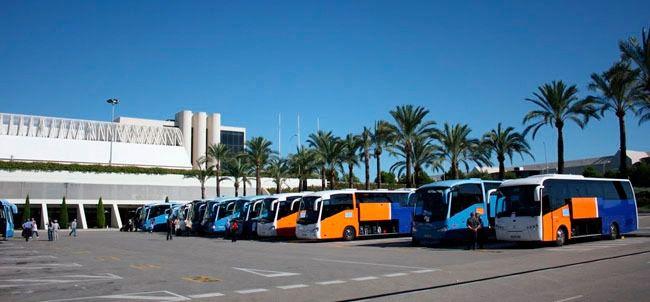 El Govern prohibirá la publicidad en vehículos, según denuncia la patronal de transportes