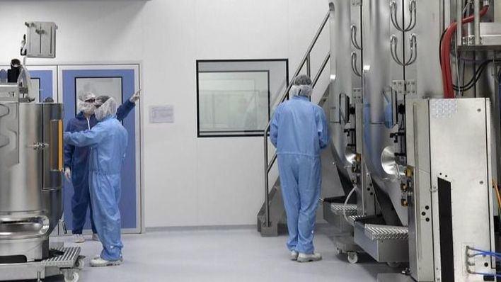 Oxford seguirá con las pruebas de su vacuna pese a morir un voluntario en Brasil