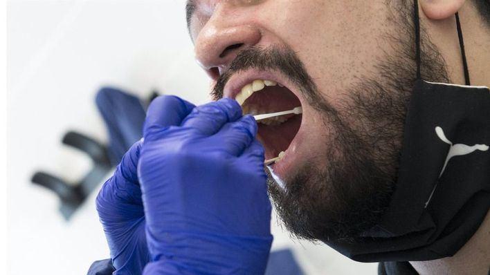 Incremento de más de 1.800 contagios diarios en España durante la última jornada