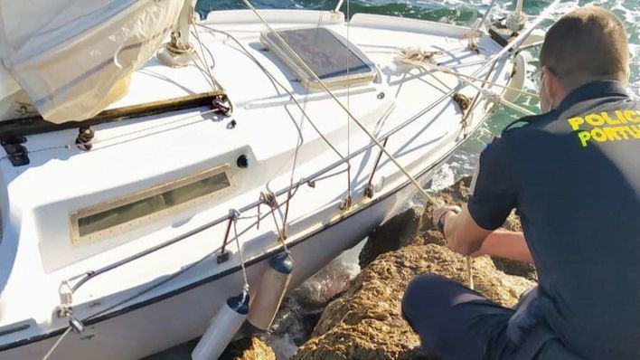 La Policía Portuaria de Baleares colabora en el rescate de dos embarcaciones a la deriva