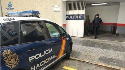 Archivo: Entrada en la central de la Policía Nacional de palma de agentes con un reo