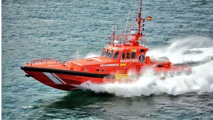 Rescatados 7 tripulantes tras volcar su embarcación cerca de Cabo Menorca