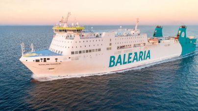 Una embarcación de Baleària, a la deriva a cinco millas de Ibiza