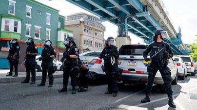La muerte de un hombre negro por la policía desata una ola de violencia en Filadelfia
