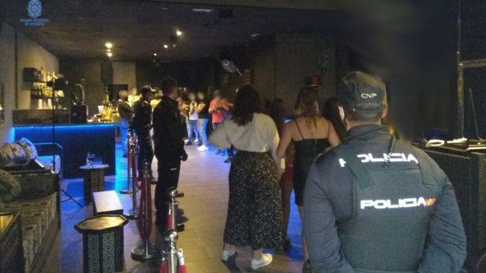 Sin mascarilla y con droga: la Policía desmonta una fiesta en Son Rossinyol