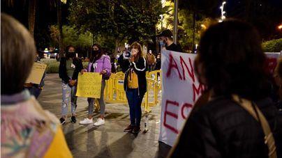 'Sin dinero y sin dientes': los clientes de Dentix se manifiestan en Palma