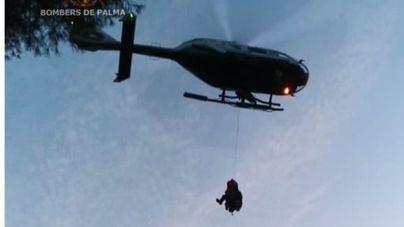Un helicóptero de la Guardia Civil rescata a una mujer accidentada en el cementerio de Génova