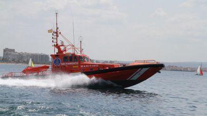 Salvamento Marítimo rescata a un joven en un acantilado de El Toro