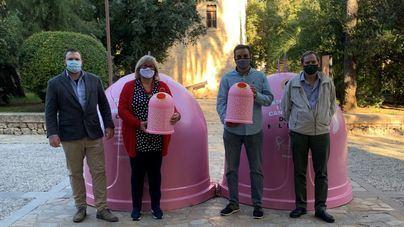 Pollença instala 4 contenedores rosas para fomentar el reciclaje y la prevención del cáncer de mama
