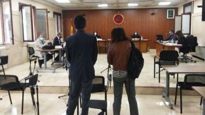 Acepta dos años de cárcel por apuñalar a su exjefe y un compañero por un día libre