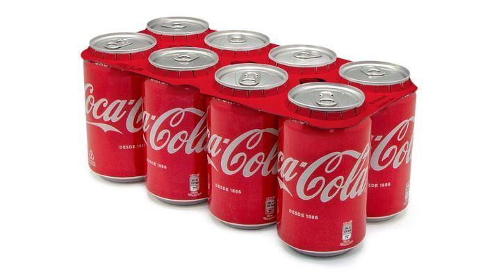Coca Cola elige Baleares para estrenar los nuevos agrupadores de latas hechos con cartón reciclable