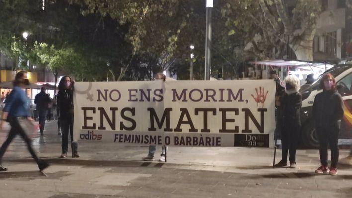 Unas 150 personas se concentran en Palma en repulsa por el crimen machista de Secar de la Real