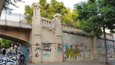 Arca exige a Cort la limpieza de las pintadas del Pont des Tren