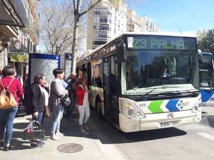 Drástica bajada de viajeros en el metro y autobús de Palma