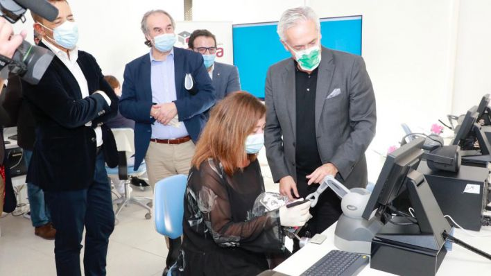 La Escuela Universitaria ADEMA incorpora un espacio de simulación 3D háptica y holográfica