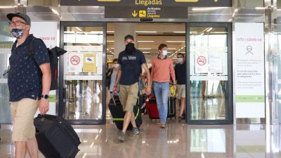 Los hoteleros de Ibiza y Formentera bajan el suflé de las PCR a viajeros: 'No es la solución mágica'