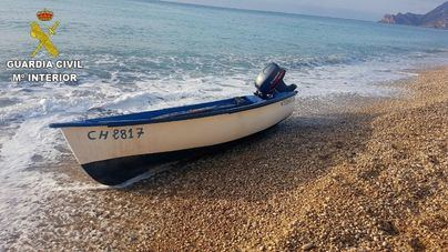 Interceptada una patera con cinco inmigrantes en Cala Ferrera