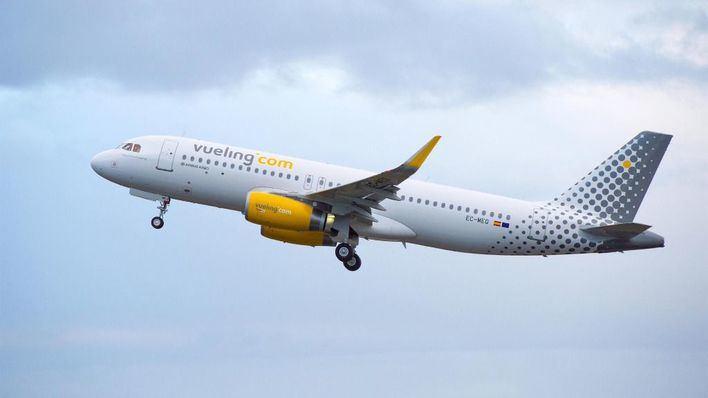 Facua denuncia a Vueling por introducir una tarifa para cobrar el equipaje de mano