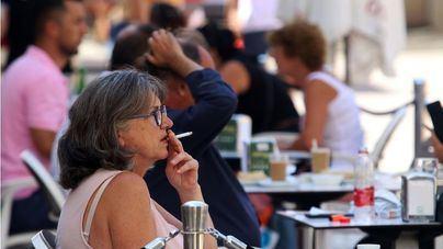 Organizaciones contra el tabaco reclaman prohibir fumar en las terrazas
