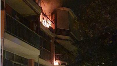 Tres heridos al incendiarse la coladuría de un piso en el Coll d'en Rabassa en Palma