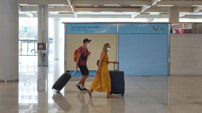 Los viajeros internacionales deben presentar una PCR negativa en los aeropuertos