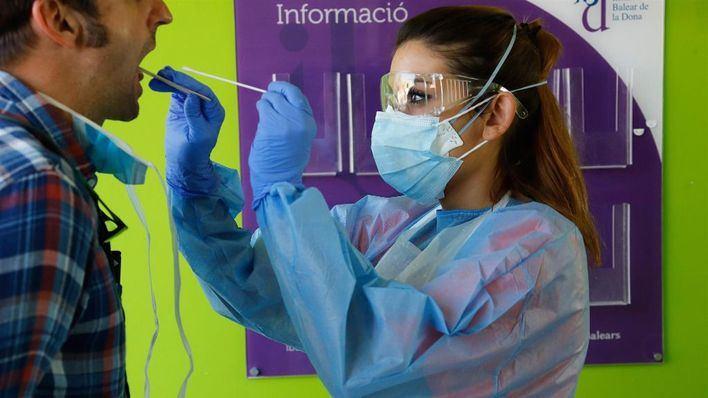 Apreciable descenso de contagios semanales en España, con 15.156 nuevos casos