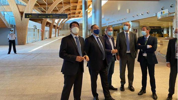 Ábalos asegura que no se va a 'estabilizar' ningún campamento de inmigrantes en Canarias