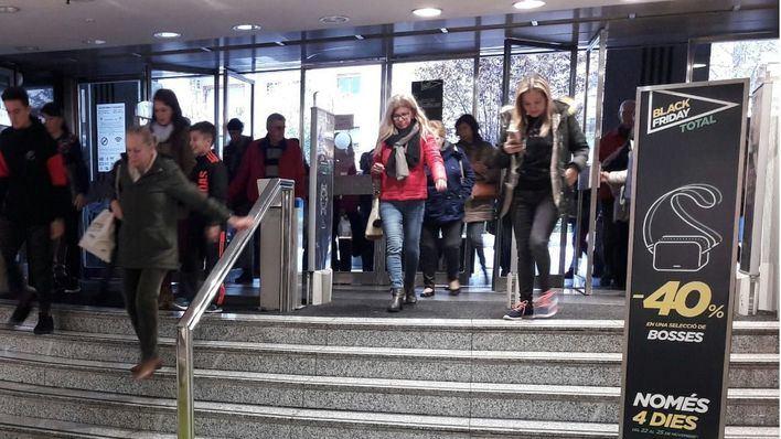 El Corte Inglés anticipa a este lunes la campaña del Black Friday