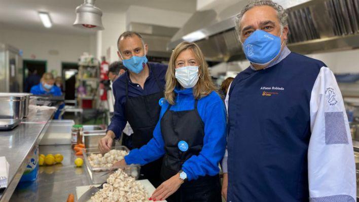 TaPalma y CaixaBank cocinan para 250 personas del comedor social Zaqueo