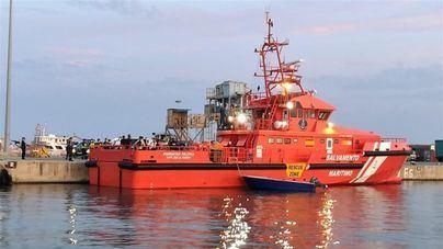 Tres migrantes muertos en aguas de Canarias tras volcar una patera al norte de Lanzarote