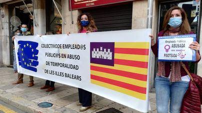 Protesta de interinos y pancartas contra el Gobierno, en el inicio de la cumbre España-Italia en Palma
