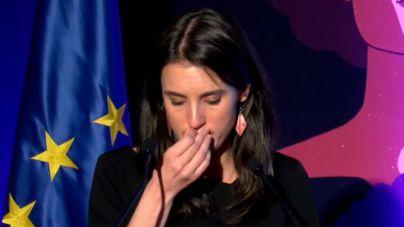 Irene Montero rompe a llorar en el acto del 25N