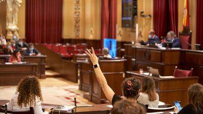 El Parlament pide 'poner fin' a la inviolabilidad del Rey con los votos del Pacte y El Pi
