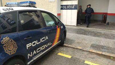 La Policía detiene a una joven en Son Cotoner por malos tratos a su novio