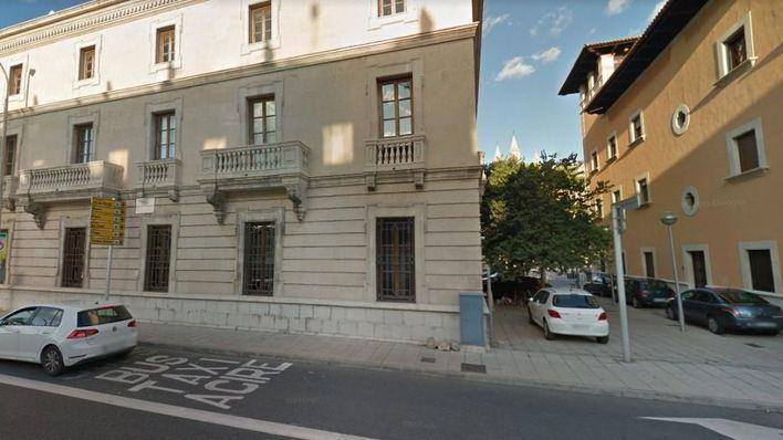 Hallan el cadáver de un joven de 28 años junto al edificio de Aduanas en Palma