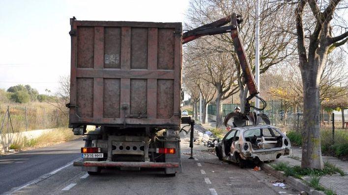 Los coches abandonados podrán ser destruidos sin tener que pasar por el depósito