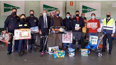 El Corte Inglés dona 300 juguetes a Bombers de Mallorca destinados a menores vulnerables